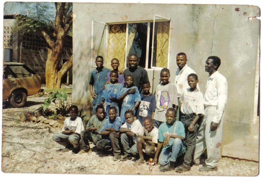 Mthunzi in 2000